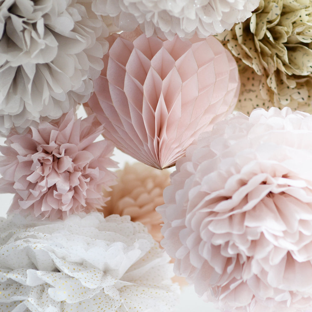 Dusty blush, champagne pom poms and honeycomb heart party set - Decopompoms - party decoration boutique