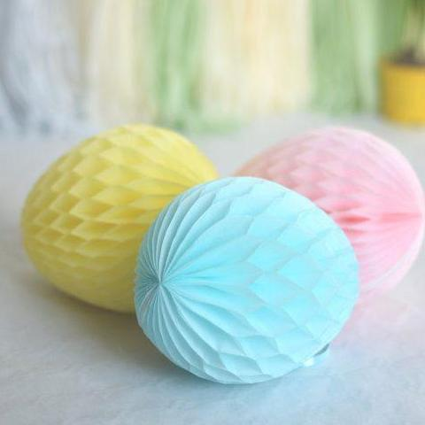 Honeycomb easter egg decoration - custom color - 30cm - Decopompoms - party decoration boutique