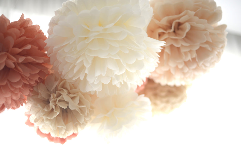 Neutral pom poms set - 15 mixed sizes party set