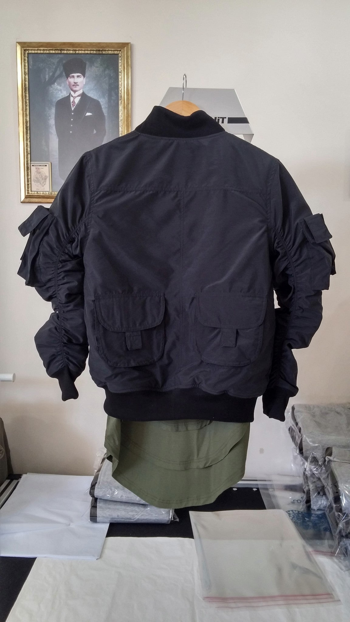 MA1 2 Back Pocket Fog Zipper Sleeves Quilted Bomber Jacket / Flight Jacket /Stich Lines on the Side Ways