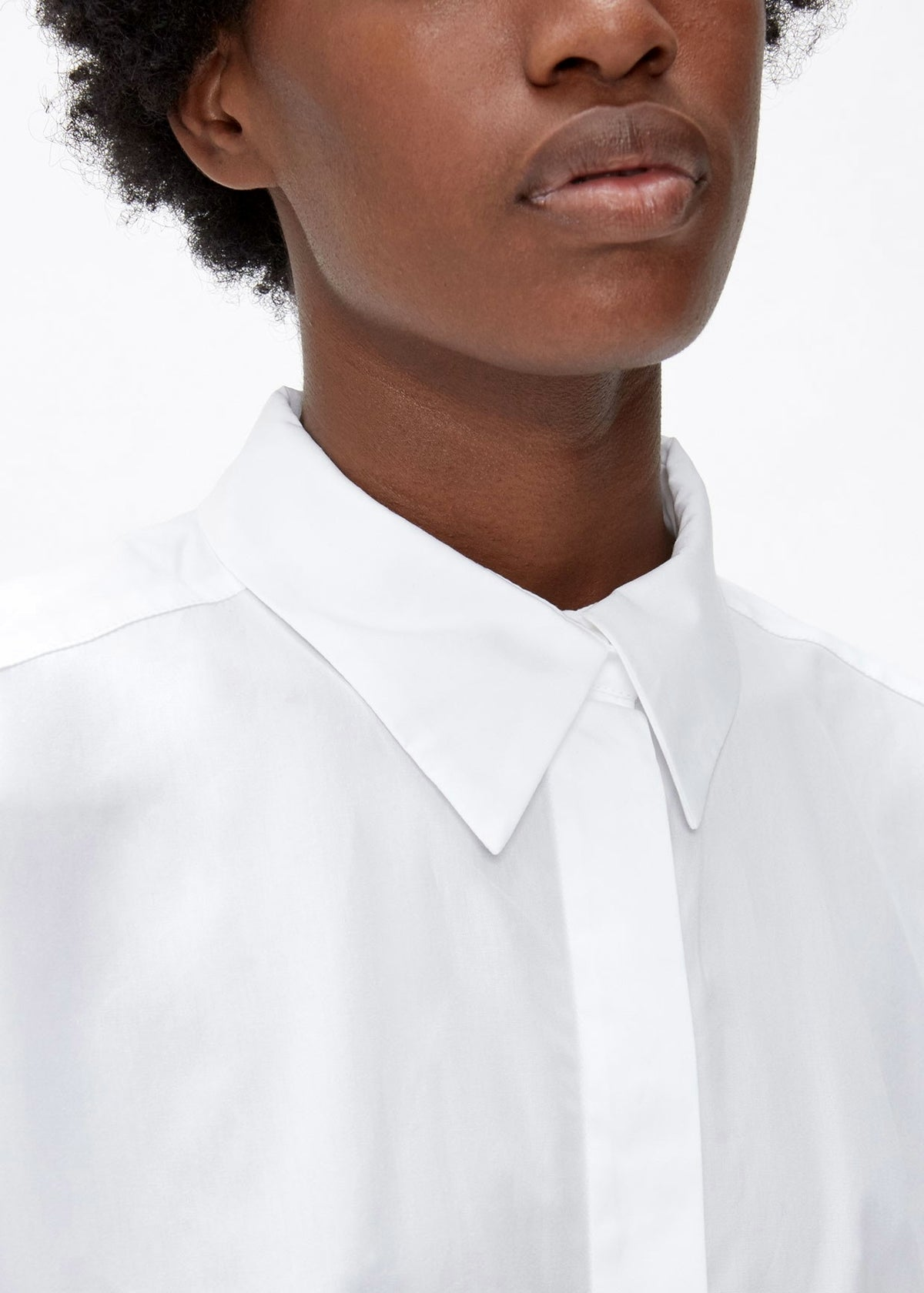 Oversized Button-up Long Dress Shirt in Crisp Poplin / Pointed collar