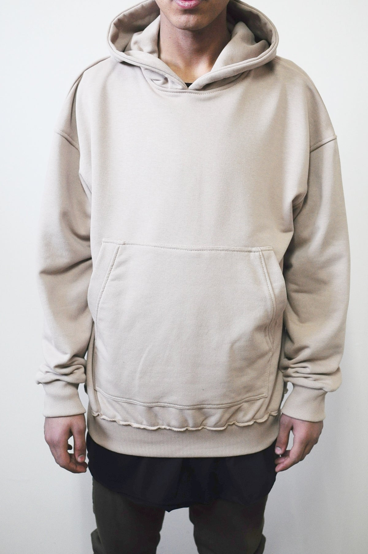 80 's Pullover Hoodie / Oversized Fit / Dropped Shoulder / Rear Neck Badge / Raw Edge Waistband