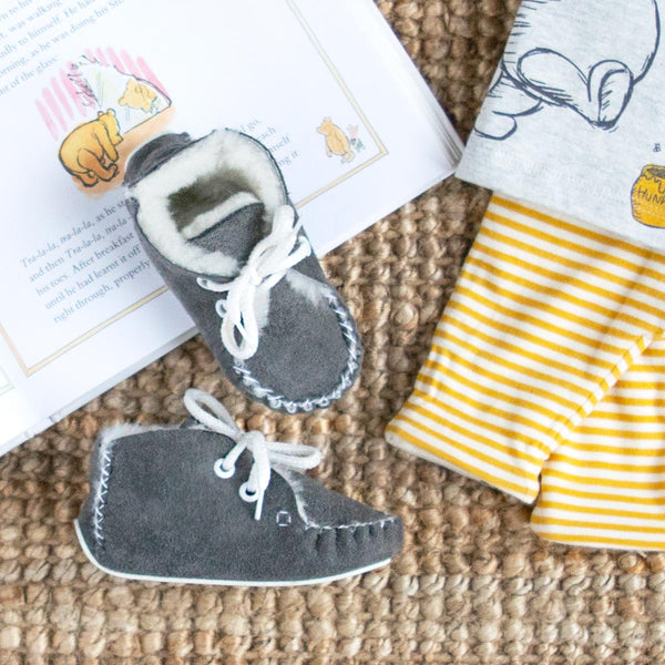 Lupe Hand-Stitched Sheepskin Baby Booties - Grey