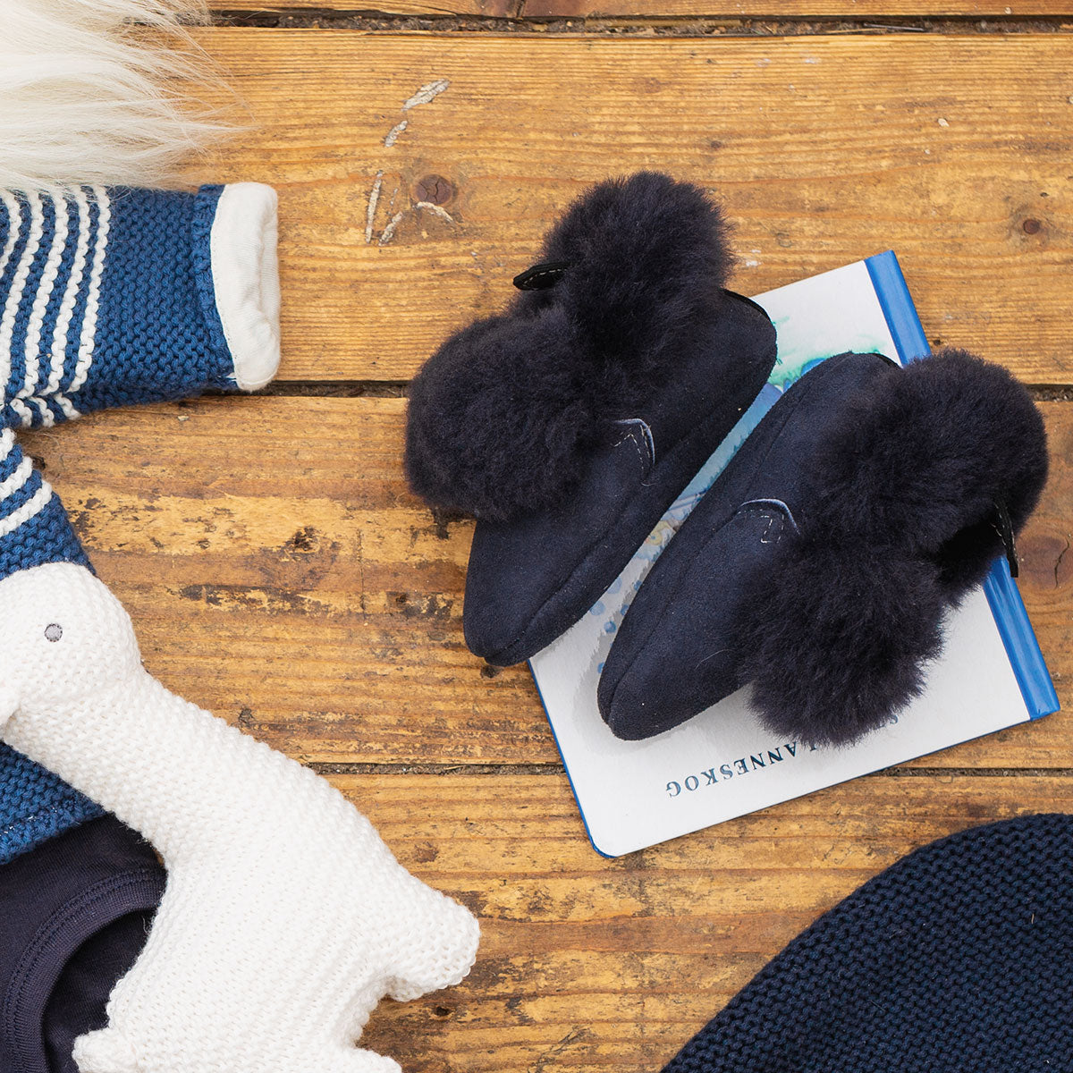 Barra Hand-Stitched Sheepskin Baby Booties - Navy