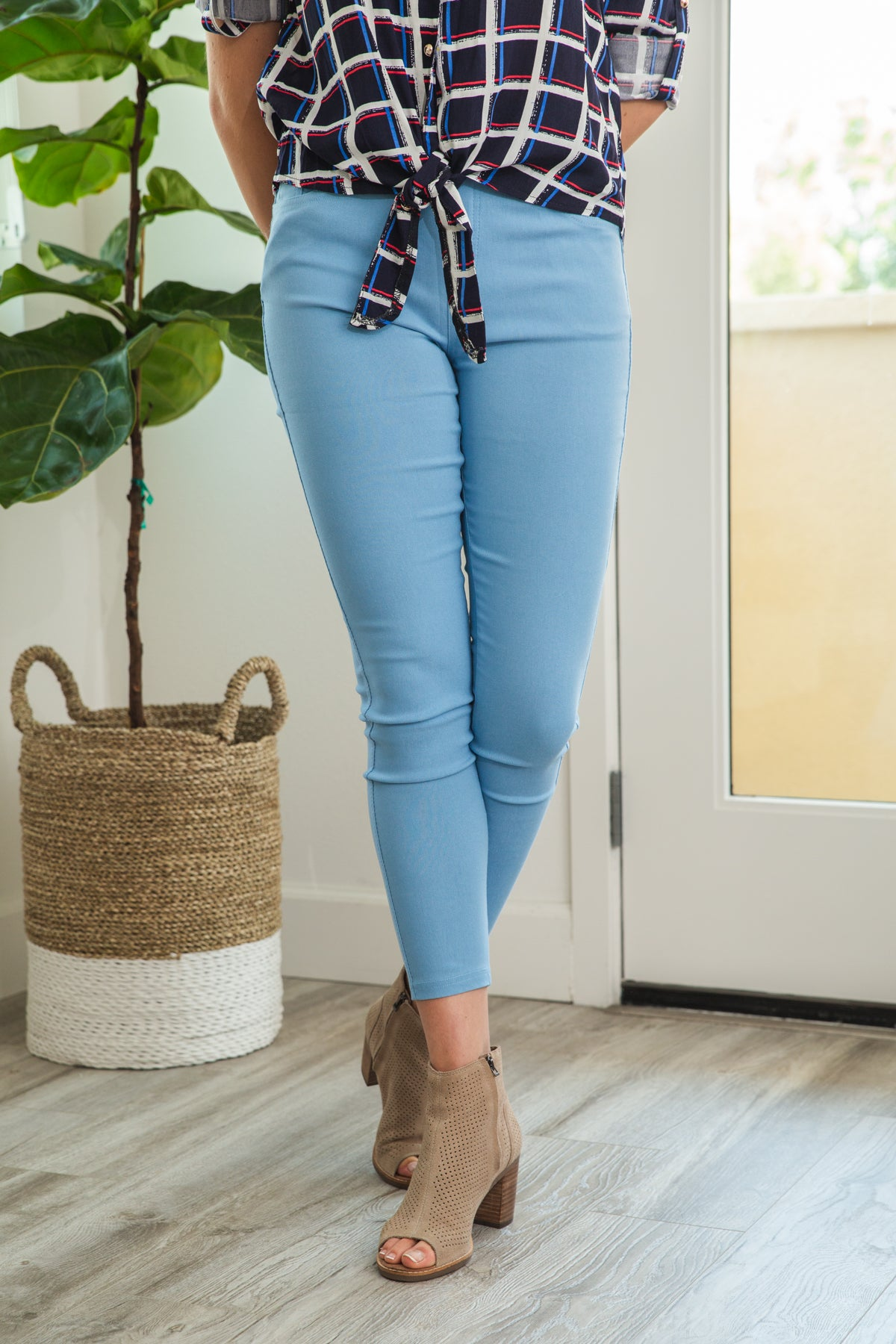 LARA: Solid Style Jeggings in Sky Blue