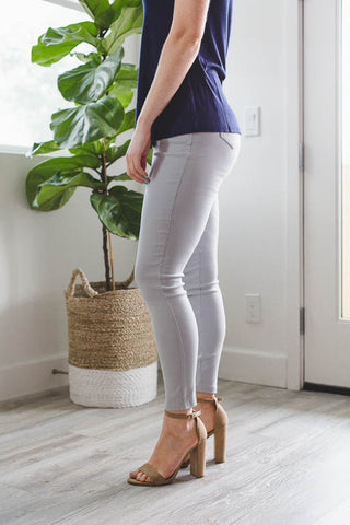 LARA: Solid Style Jeggings in White