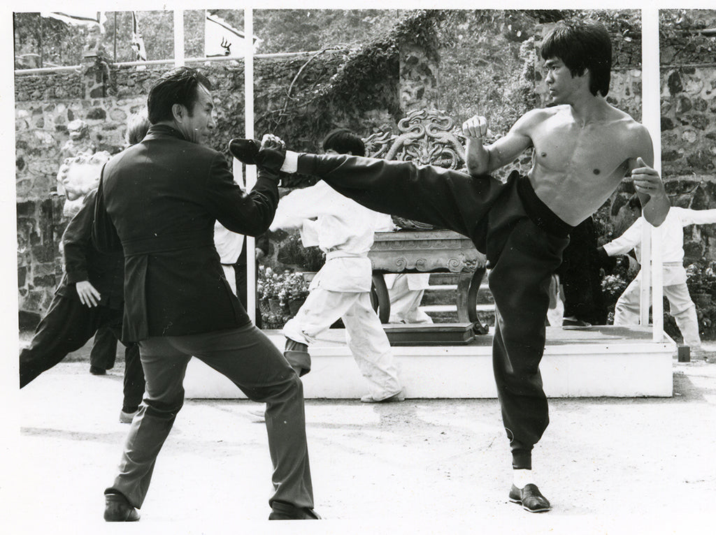 Bruce Lee kicking Han in the 1973 movie Enter the Dragon
