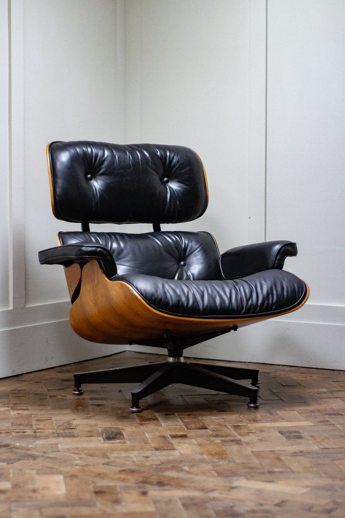 Eames Lounge Chair.Original Charles Ray Eames Lounge Chair By Herman Miller