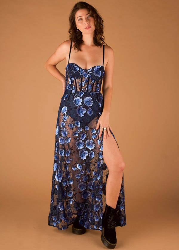 Victoria Embroidered Maxi Dress Bleu