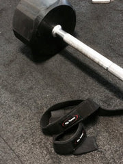 lifting strap in gym