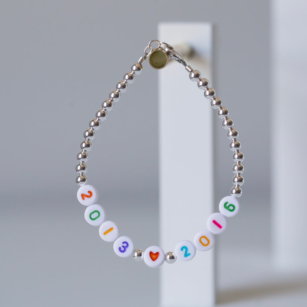 Date number bracelet - Pastel numbers on white beads
