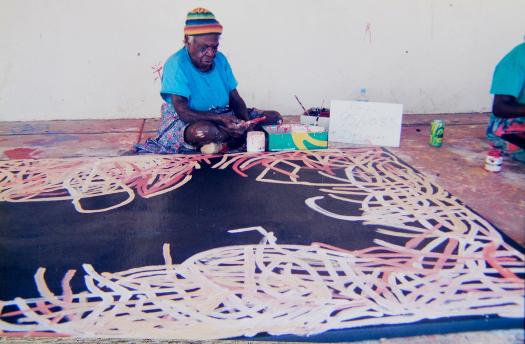 Emily Kngwarreye painting 'Yam Awelye', at Delmore, August 24, 1995.