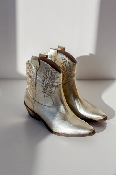 Clint Metallic Platinum Boots
