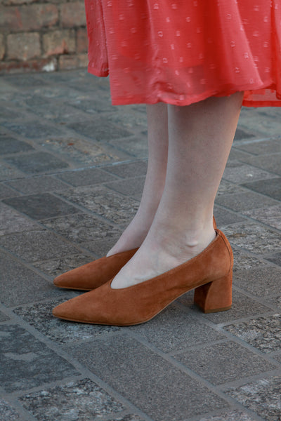 guen tan suede block heel pumps made in italy