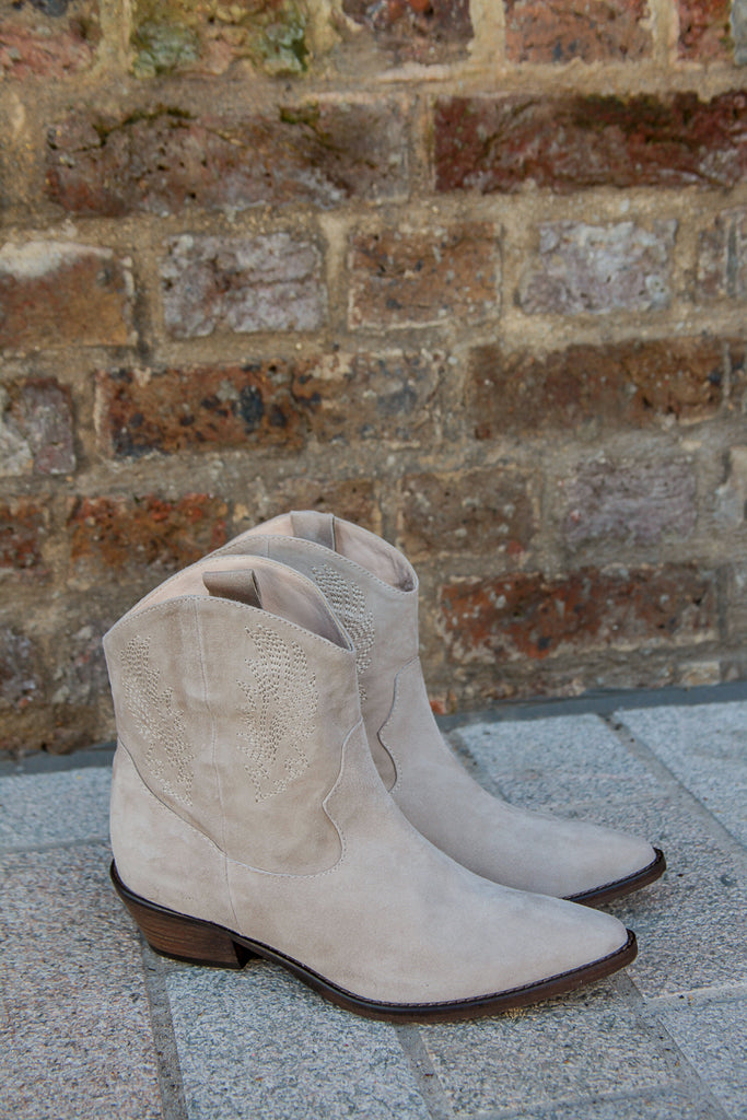 cleef suede cowboy boots off white made in Italy