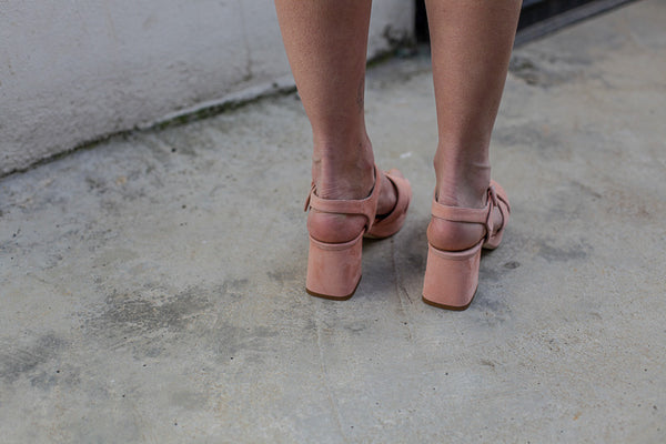 Soft pink suede sandals with platform by Portamento