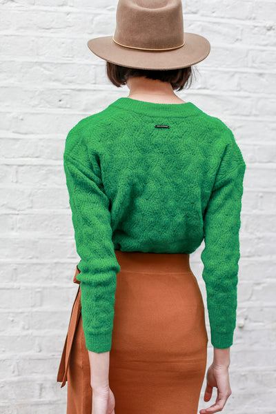 Farida - textured v-neck jumper in bright green by Numph