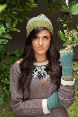 Juniper Hatt and Mitts by Lisa Hoffman