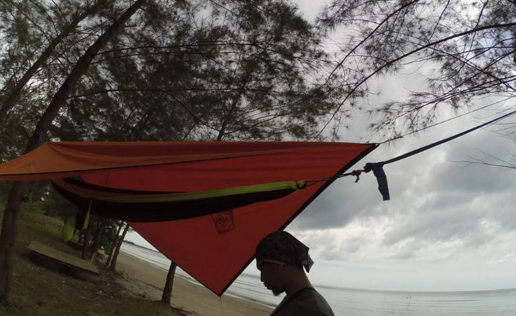 This person used a hammock tarp to cover their hammock on the beach, specifically a diamond-shaped hammock tarp