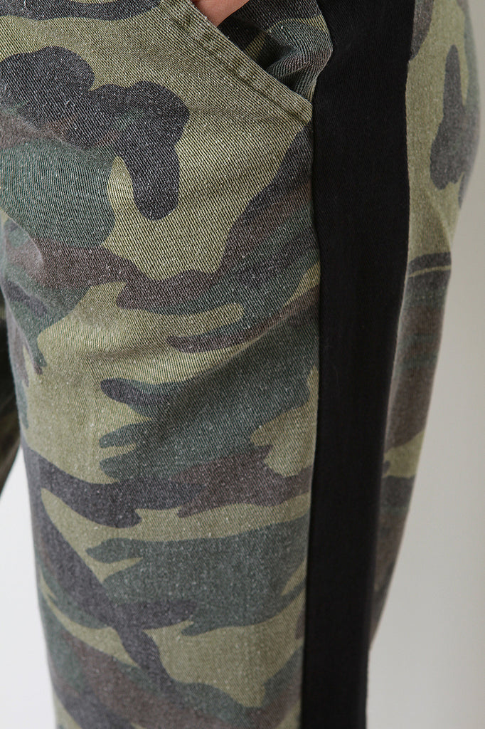 Side Stripe Camouflage Print Pants