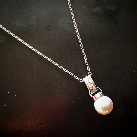 the single akoya pearl necklace