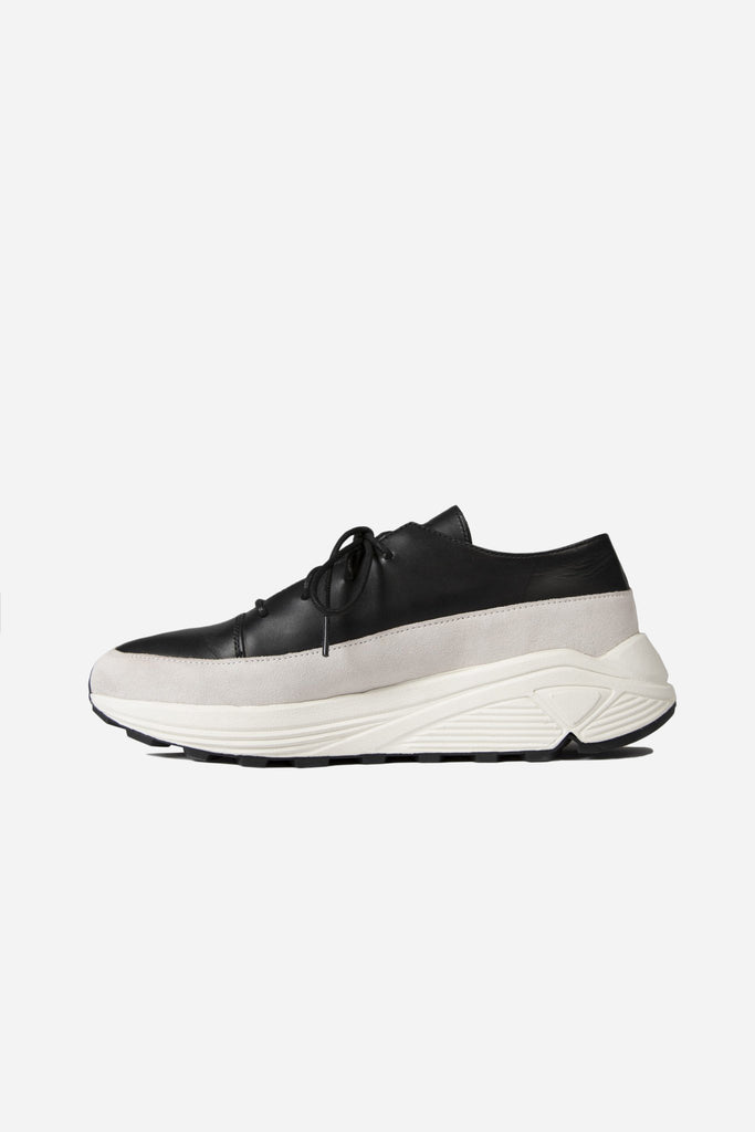 Low Top Lace Up Sneaker Black/White