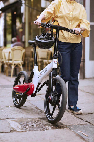 velo electrique pliant gocycle gs rouge blanc lifestyle