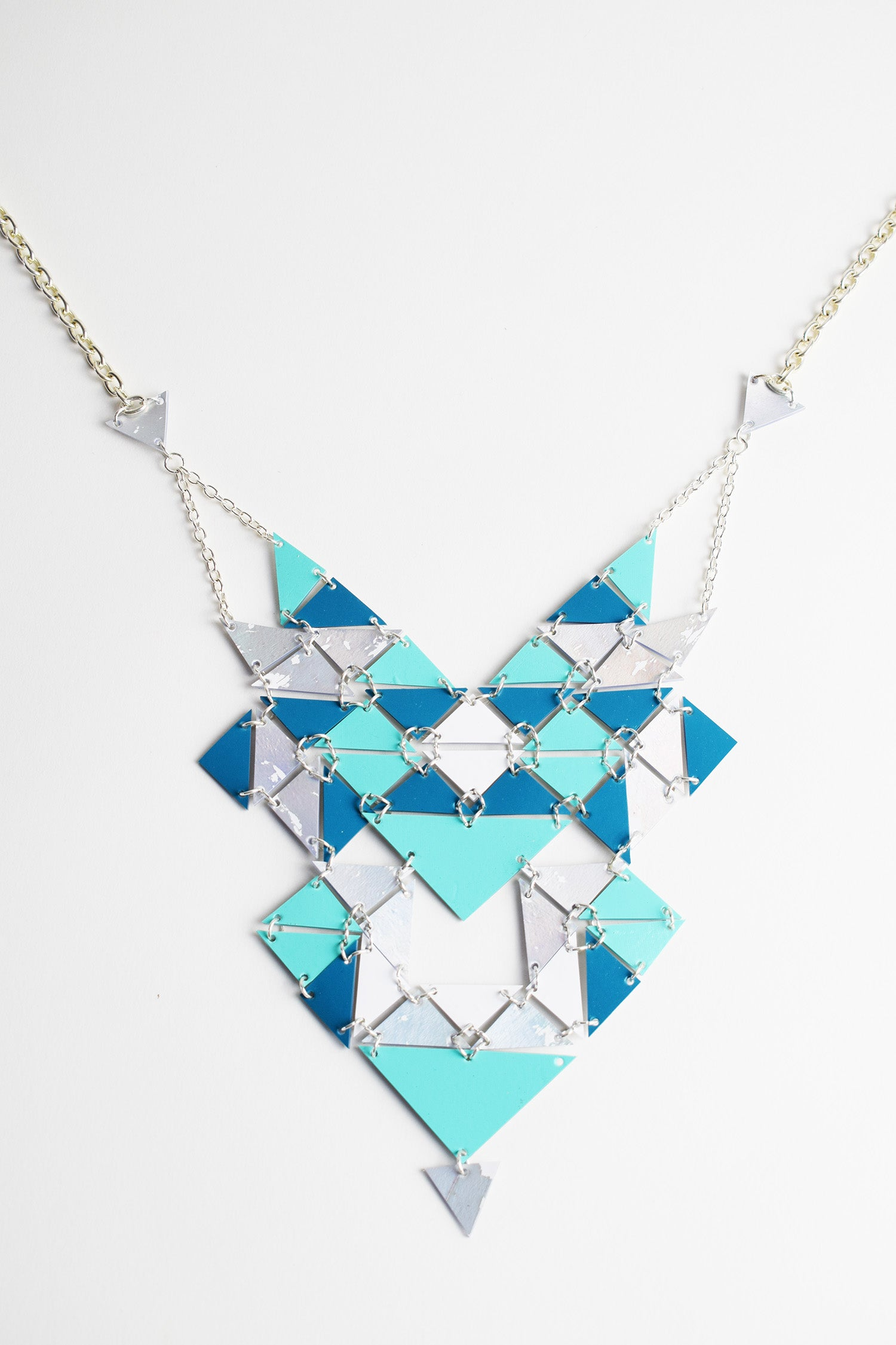 REVERSIBLE PATTERN NECKLACE