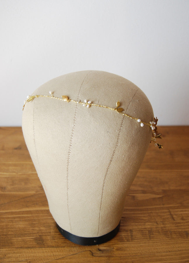 Wedding hair circlet with pearl flowers | Elibre handmade