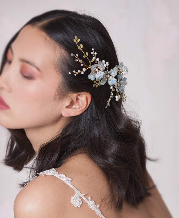 Delightful white garden hair comb