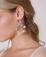 Bride pearl and flower dangle earrings | Elibre handmade