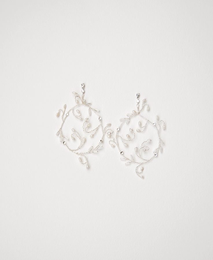 Round pearl frosted curls earrings