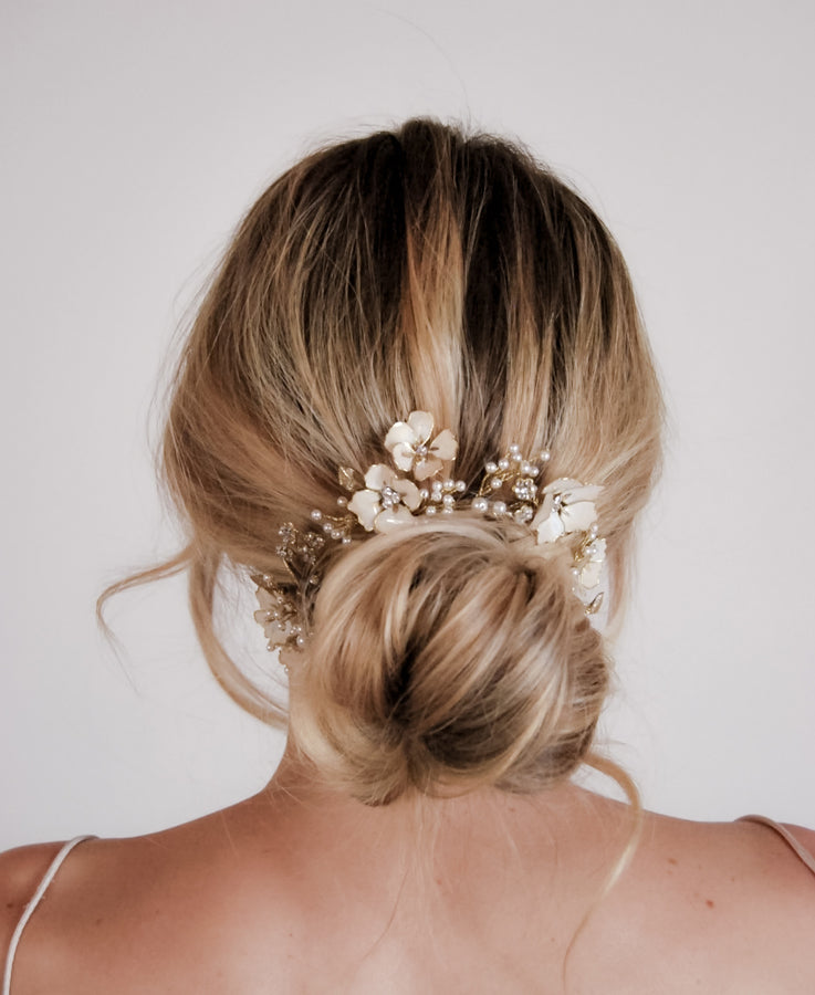 Simple and thin floral hair circlet