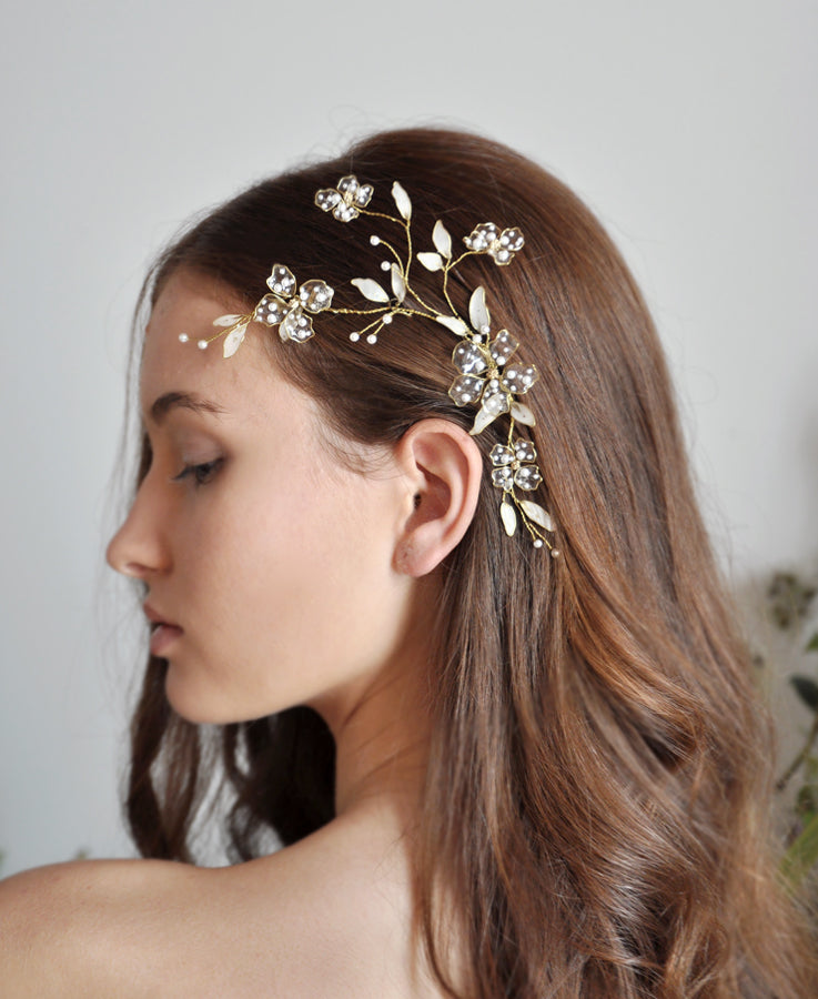 white pearl flower headpiece