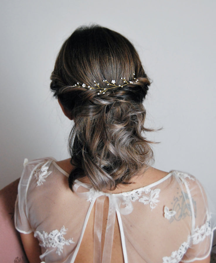 simple white flower headpiece