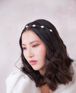 Sleek baroque pearl headband