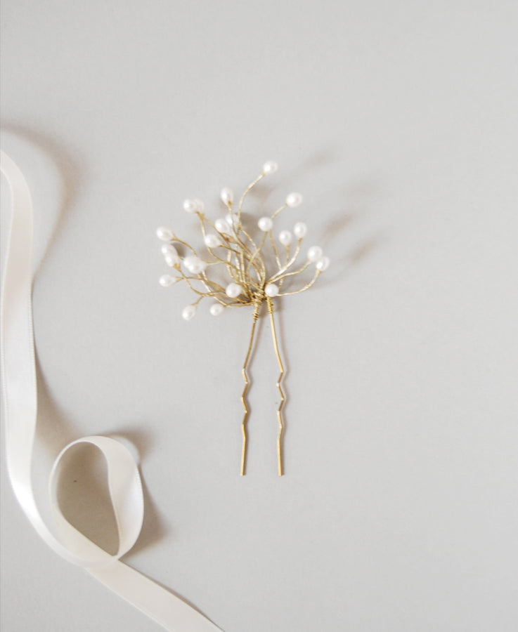 Wedding pearl hairpin for bride | Elibre handmade, bridal hair accessories, wedding jewelry and custom pieces for brides, bridesmaids and ceremony. Shop on www.elibrehandmade.com