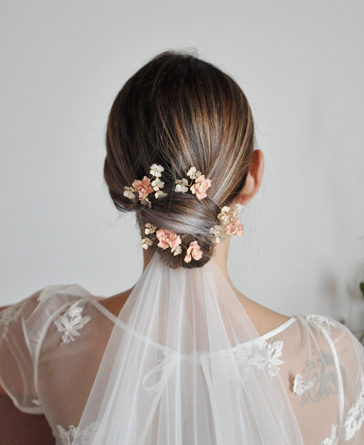 wedding veil with flower hairpins