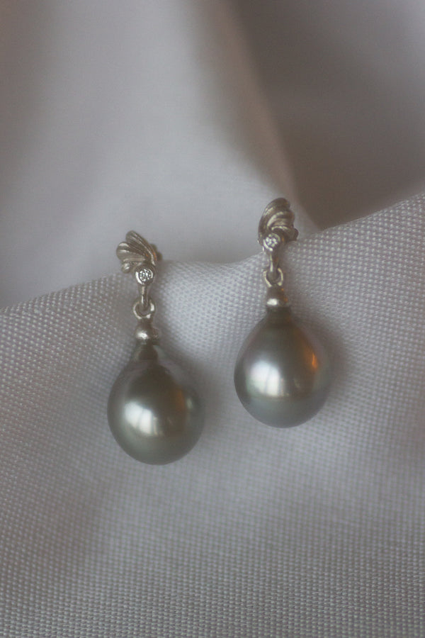 MUCHA TAHITI PEARL EARRINGS