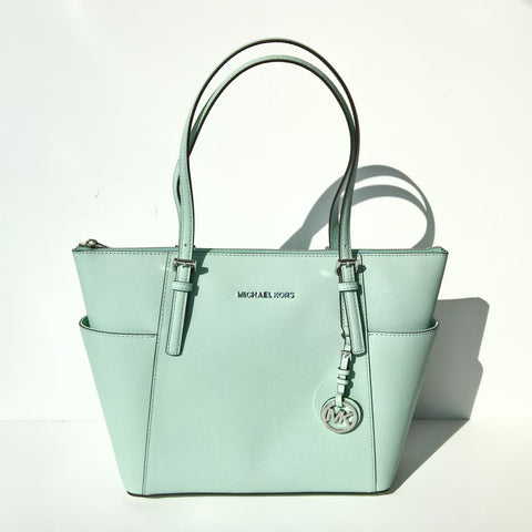 21ee1a13adec This little beauty has been a staple in the Michael Kors range now for the  past few years. A timeless zip top tote with two sleek, slip side pockets  and the ...
