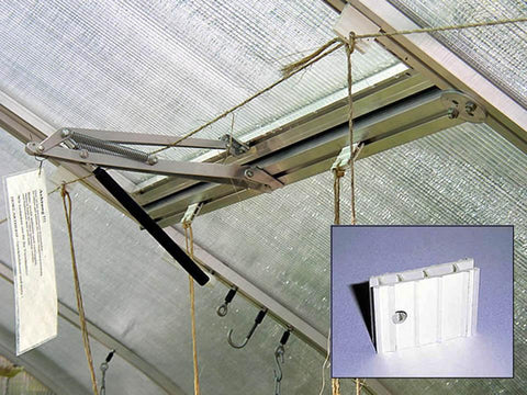 Hoklartherm Plastic Hooks for Growing Wire installed in a greenhouse