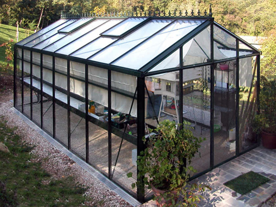 Janssens Royal Victorian VI36 Greenhouse 10ft x 20ft with closed doors and plants inside