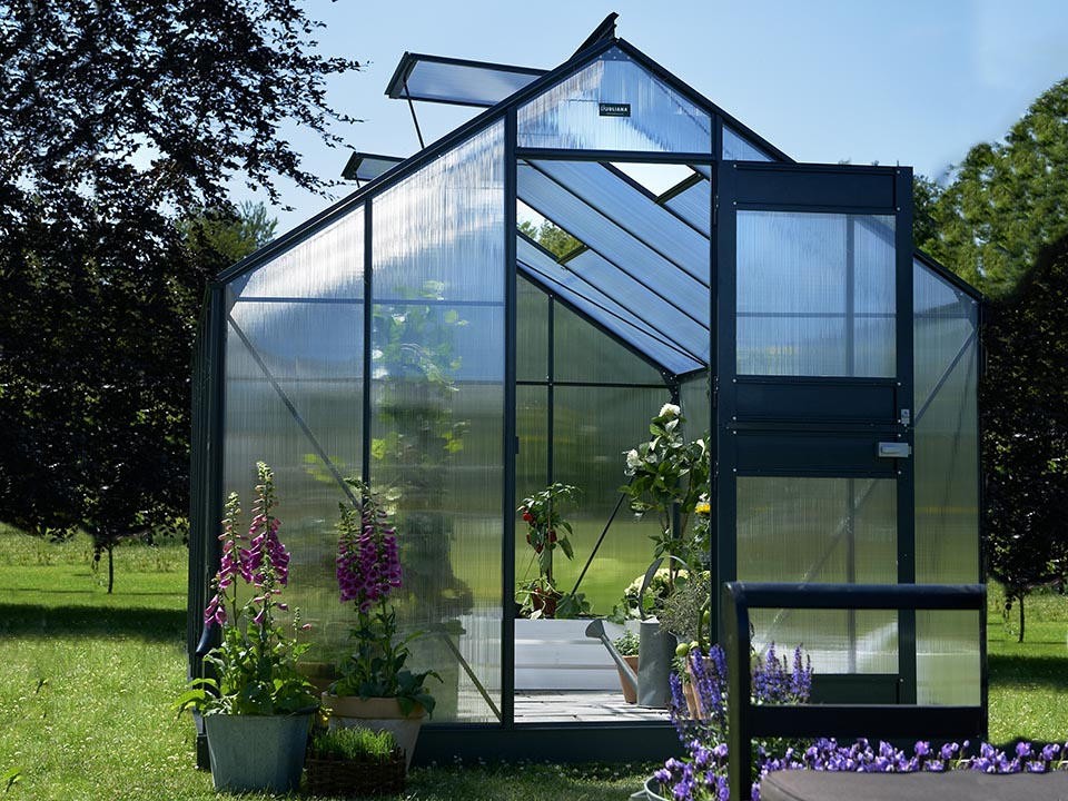Juliana Junior Greenhouse 9ft x 14ft - Anthracite 6 mm Polycarbonate - open door - open roof vents - front view - in a garden