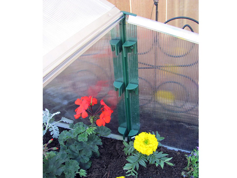 Detail view of the corner of the Juwel Easy-Fix Double Cold Frame