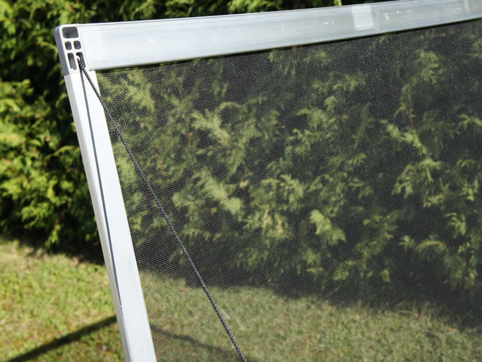 Built-in netting cover of the Juwel Year-Round Cold Frame