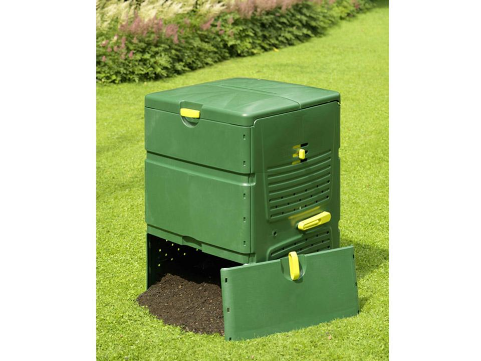 Aeroplus 6000 Composter on Grass