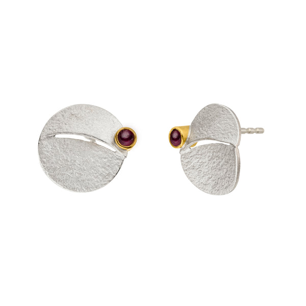 *new* MANU SILVER & GOLD featuring garnets STUD EARRINGS