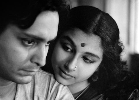Movie Still - Apur Sansar - Satyajit Ray Collection - Framed Prints