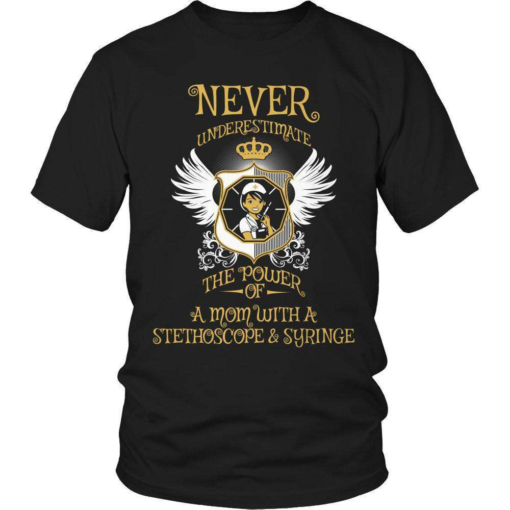 Never Underestimate The Power of a Mom with a Stephoscope & Syringe T Shirt
