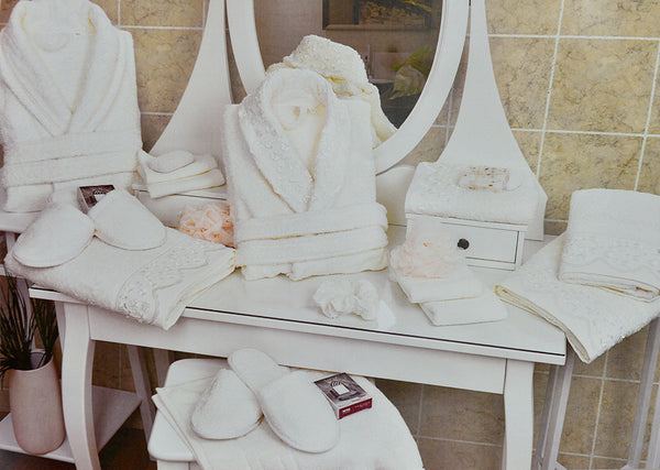 "45 Pcs ""SOFIA"" Bathrobe Set In Heart Shape Box"